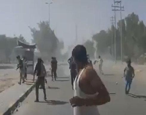 شاهد : متظاهرو النجف يطالبون بإقالة المحافظ.. والأمن يفرقهم بالنار