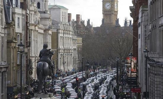 سكان لندن يهربون منها بشكل جماعي بسبب تشديد قيود كورونا