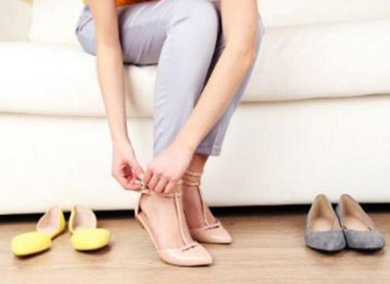 خلع الحذاء خارج المنزل يجنبك كثيرا من الامراض