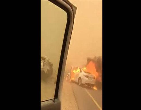 """قتيلٌ وجريح بحادث مروّع.. """"ولعت"""" السيارة! (فيديو)"""