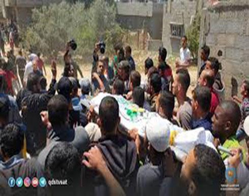 بالفيديو : المئات يشيعون فلسطيني قتلته إسرائيل قرب حدود غزة
