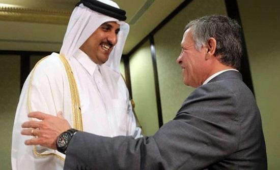 الملك في مقدمة مستقبلي أمير دولة قطر لدى وصوله إلى عمان