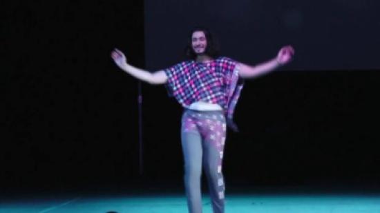 بالفيديو والصور ..« ليس للنساء فقط».. المصري خليل خليل ملك الرقص الشرقي