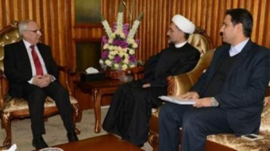 وزير التعليم العراقي ارتدى عمة ملالي إيران ودعا لتعليم اللغة الفارسية حتى يرضوا عنه