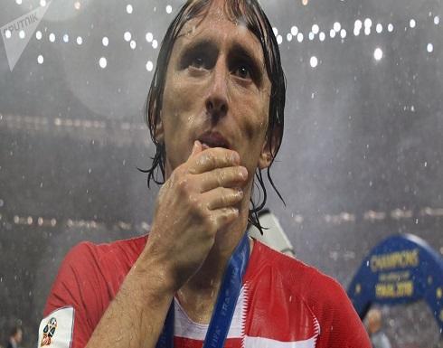 رغم الإغراءات... مودريتش ينوي اللاحاق برونالدو