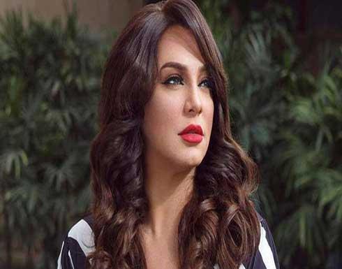 سلاف فواخرجي تنهار بالبكاء في عزاء والدها .. بالفيديو