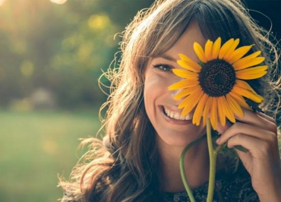الابتسامة.. تعرفوا على دلالاتها عبر القرون!