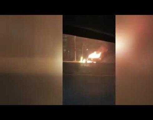 شاهد : انفجار صهاريج غاز على الطريق السريع في نيويورك جراء انقلاب شاحنة