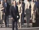 شاهد.. ضابط روسي يمنع الأسد من اللحاق ببوتن بقاعدة حميميم