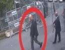 خاشقجي خلال دخوله إلى مقر القنصلية