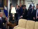 شاهد طرد صحافي CNN من البيت الأبيض.. ترمب: اخرج