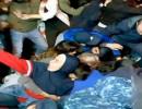 شاهد : المتظاهرون اللبنانيون يتشابكون مع قوات الأمن في بيروت