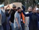 فيديو : بدء دفن شهداء حادث إطلاق النار بمسجدين في نيوزيلندا