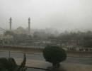 شاهد .. مطار الكويت الدولي تغمره مياه الأمطار