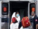 نقل مريضة مصابة بفيروس كورونا في مدينة نيويورك