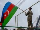 شاهد : جنود أذريون يرفعون الأذان لأول مرة منذ 27 عاما بقرية محررة