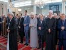 الأسد خلال الصلاة