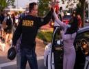 شرطي أمريكي ينضم لمتظاهري جورج فلويد
