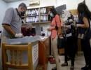 مواطنون خلال التصويت