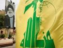 علم حزب الله أمام صورة لحسن نصرالله في جنوب لبنان (أرشيفية)