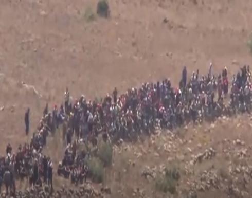 فيديو : إسرائيل تصد عشرات النازحين السوريين قرب الجولان