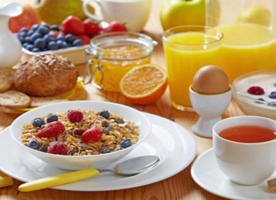 علماء يكشفون عن علاقة بين الامتناع عن تناول الافطار والسكتة الدماغية