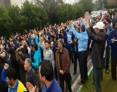 إيران.. أحكام بالسجن والجلد لعمال شاركوا باحتجاجات