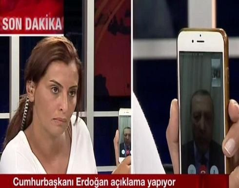 """أردوغان يخلد """"الهاتف"""" المشارك  في دحر الانقلاب"""