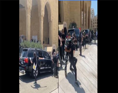 محتجون يعترضون موكب الحريري في وسط بيروت .. شاهد