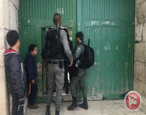 بالفيديو : الاحتلال يغلق الاقصى