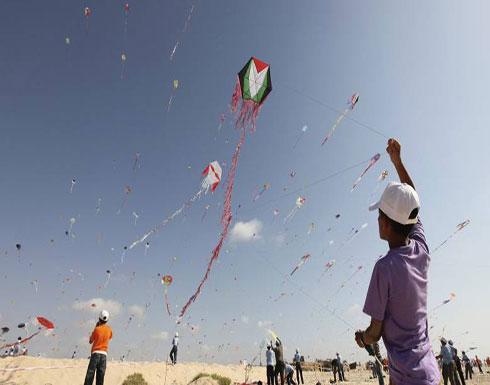 طائرات بسكاكين.. سلاح لمحاربة طائرات غزة الورقية