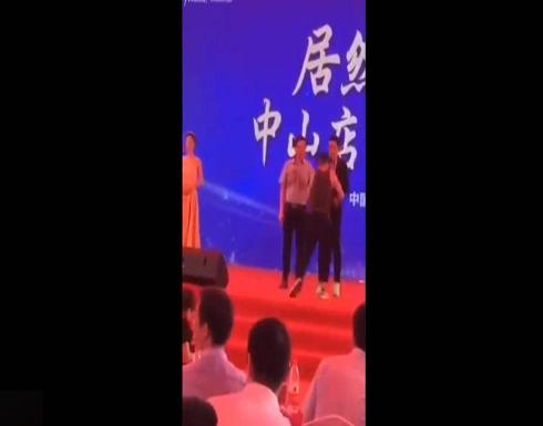 بالفيديو.. ممثل يتعرض للطعن على المسرح