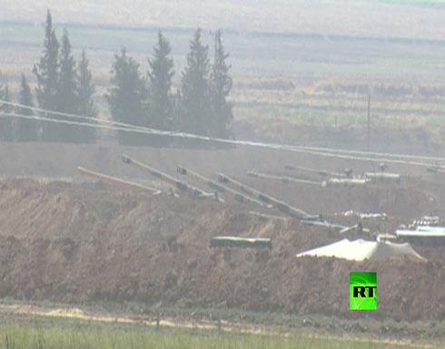 شاهد : القوات التركية تنشر قاذفات صواريخ قرب الحدود مع سوريا