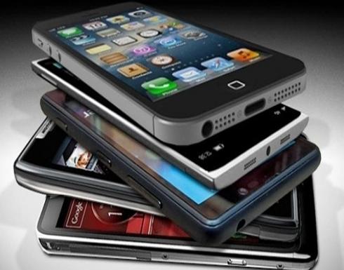 """أي هاتف برأيك افتك لقب """"أفضل شاشة على الإطلاق""""؟"""
