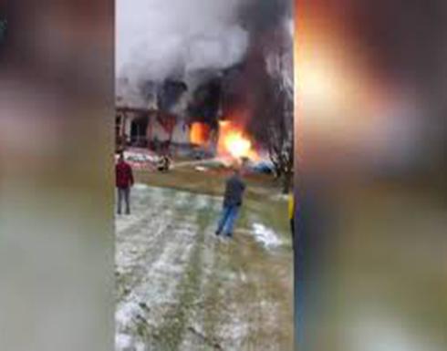 3 قتلى بسقوط طائرة على منزل في الولايات المتّحدة! (فيديو)