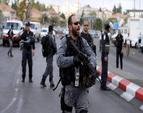 شاهد بالفيديو .. الاحتلال الإسرائيلي يهاجم اجتماعا لمسؤولين في القدس