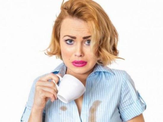 4 طرق لنزع بقع القهوة عن الملابس
