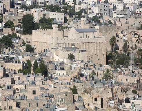 """لعقد حفلات """"عيد العرش"""" داخله.. إسرائيل تغلق المسجد الإبراهيمي"""