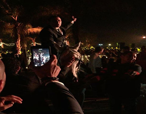 """بالفيديو: أحمد السقا في وصلة رقص مع الحصان استعداداً لمسلسل """"البريمو"""""""