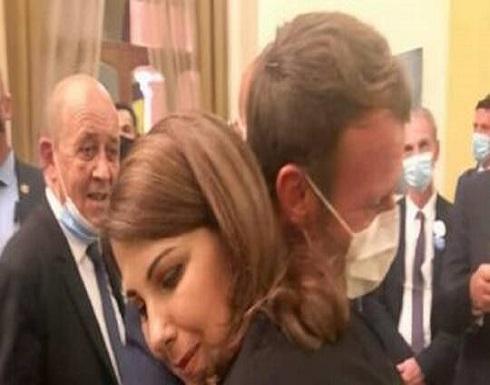 ماكرون يبكي على كتف ماجدة الرومي: ستكونون بخير (فيديو وصور)