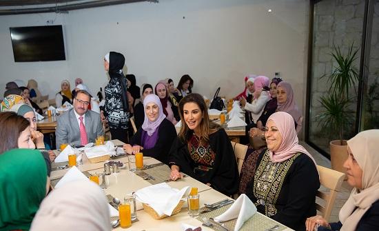 الملكة رانيا العبدالله تقيم مأدبة إفطار بعجلون لعدد من سيدات المنطقة