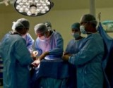 طبيب يجري جراحة لساق مريض بدلاً من رأسه.. ماذا حلّ به؟