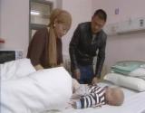 ولادة غريبة لطفل بثلاثة أرجل (فيديو)