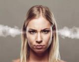 ما سبب عصبية المرأة وهدوء الرجل؟