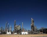 النفط يقفز مع نزول الدولار