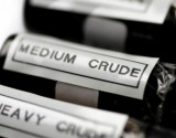 النفط يرتفع والدولار على انخفاض