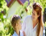 6 ضغوط يواجهها طفلك تصيبه بالتوتر