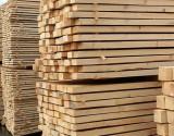 كندا تحذر من «حرب تجارية» مع أمريكا إذا فرضت رسوما على واردات الأخشاب منها