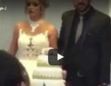 بالفيديو.. عروس تتشاجر مع المعازيم أثناء تقطيع التورتة في حفل الزفاف