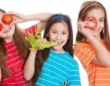 كيف تجعل الطفل يحب الأكل الصحي؟